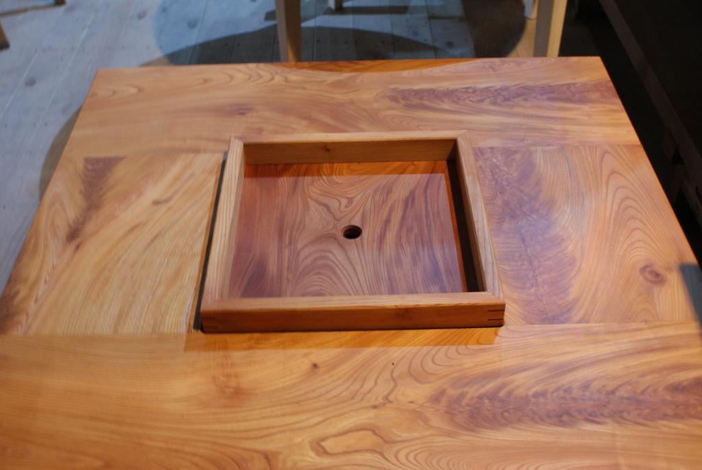 囲炉裏テーブル2.JPG